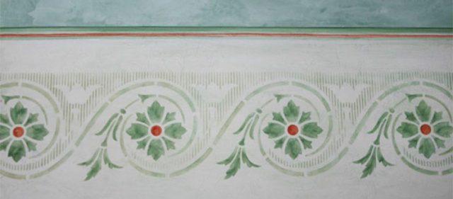 Ornament an Wand gemalt